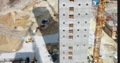 na budowie