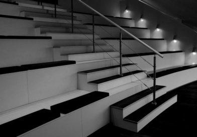 Balustrada i uchwyty do mocowania ważnym elementem wnętrza